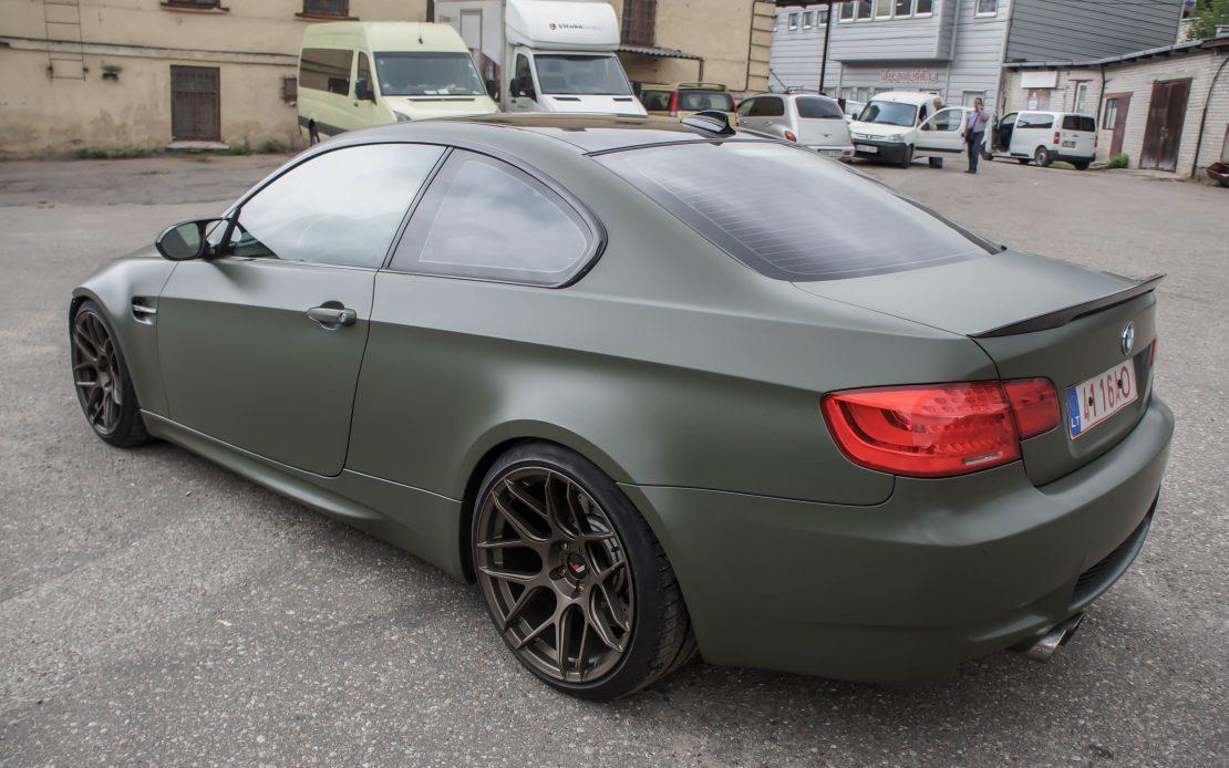 BMW M3 pilnas kėbulo apklijavimas tamsiai žalio atspalvio plėvele