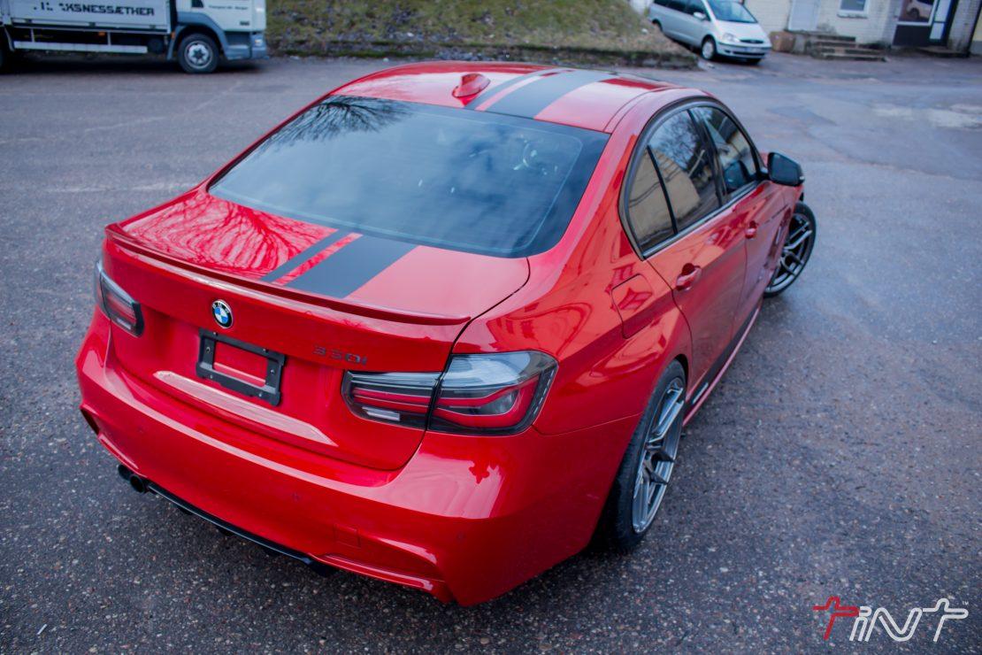 BMW 3 Serijos RED T estetinis kėbulo viršaus ir durų sleksčių apklijavimas juoda matine plėvele