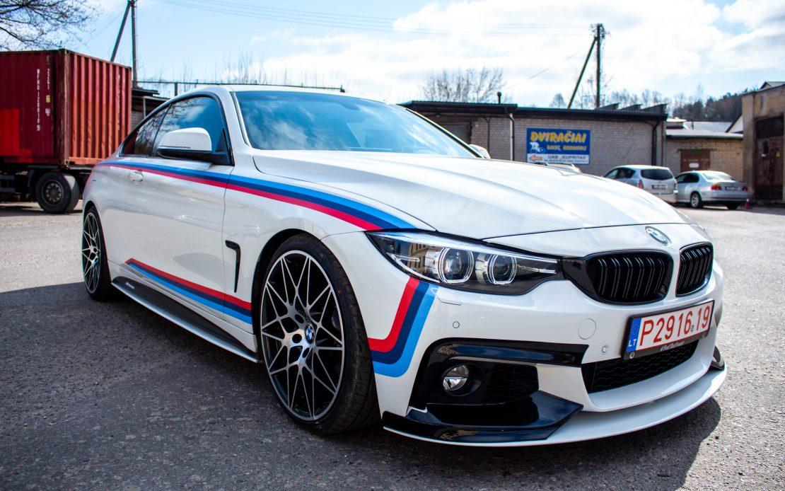 BMW 4 serijos estetinis sportinių akcentų apklijavimas
